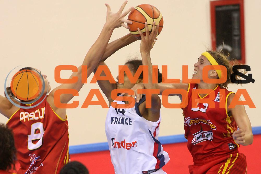 DESCRIZIONE : Ortona Italy Italia Eurobasket Women 2007 Francia Spagna France Spain<br /> GIOCATORE : Emmeline Ndongue Amaya Valdemoro Lucila Pascua<br /> SQUADRA : Francia France<br /> EVENTO : Eurobasket Women 2007 Campionati Europei Donne 2007 <br /> GARA : Francia Spagna France Spain<br /> DATA : 01/10/2007 <br /> CATEGORIA : fallo<br /> SPORT : Pallacanestro <br /> AUTORE : Agenzia Ciamillo-Castoria/E.Castoria<br /> Galleria : Eurobasket Women 2007 <br /> Fotonotizia : Ortona Italy Italia Eurobasket Women 2007 Francia Spagna France Spain<br /> Predefinita :
