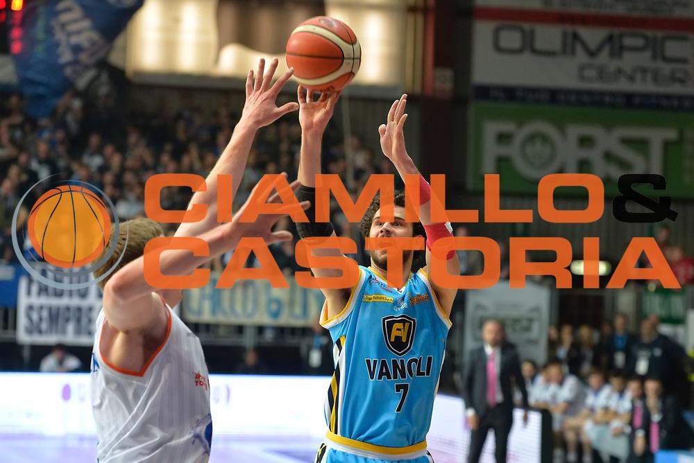 DESCRIZIONE : Cantu' Lega A 2015-16 Acqua Vitasnella Cantu' vs Vanoli Cremona<br /> GIOCATORE : Luca Vitali<br /> CATEGORIA : Tiro ritardo<br /> SQUADRA : Vanoli Cremona<br /> EVENTO : Campionato Lega A 2015-2016<br /> GARA : Acqua Vitasnella Cantu' vs Vanoli Cremona<br /> DATA : 14/12/2015<br /> SPORT : Pallacanestro <br /> AUTORE : Agenzia Ciamillo-Castoria/I.Mancini<br /> Galleria : Lega Basket A 2012-2013  <br /> Fotonotizia : Cantu'  Lega A 2015-16 Acqua Vitasnella Cantu' Vanoli Cremona<br /> Predefinita :