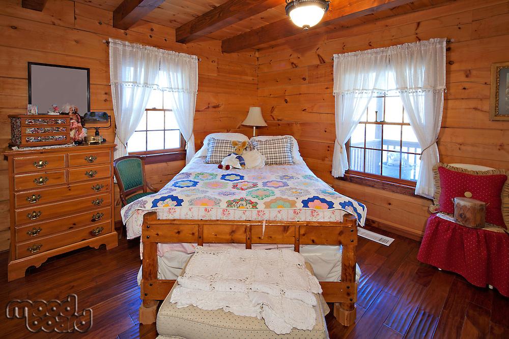 Traditional children bedroom