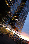 Visma-bygget av Dark arkitekter i Bjørvika i solnedgang
