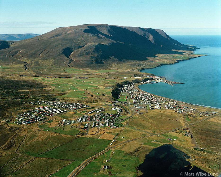 Sauðárkrókur og Tindastóll.Saudarkrokur and mount Tindastoll