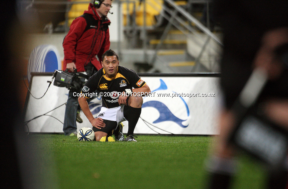 Wellington kicker Fa'atonu Fili lines up a conversion attempt after Hosea gear's try in the corner.<br /> Air NZ Cup Ranfurly Shield match - Wellington Lions v Otago at Westpac Stadium, Wellington, New Zealand. Friday, 31 July 2009. Photo: Dave Lintott/PHOTOSPORT