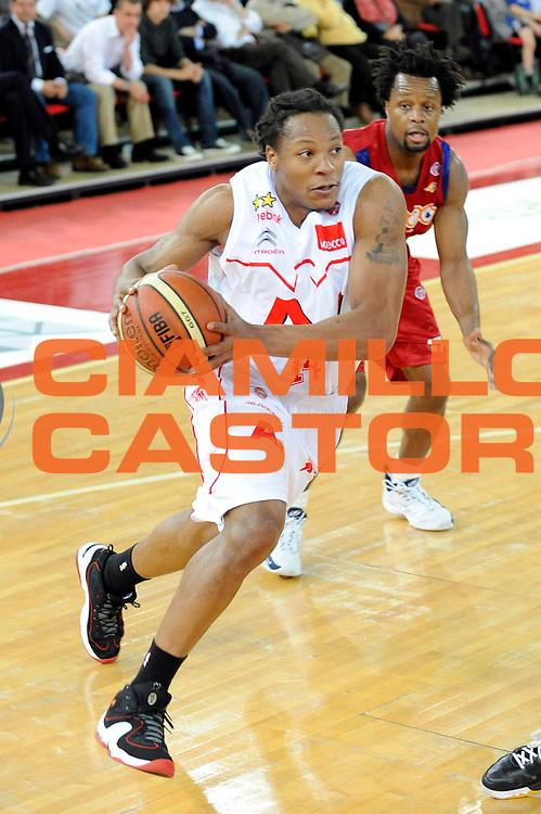 DESCRIZIONE : Roma Lega A 2008-09 Lottomatica Virtus Roma Armani Jeans Milano<br /> GIOCATORE : David Hawkins<br /> SQUADRA : Armani Jeans Milano<br /> EVENTO : Campionato Lega A 2008-2009 <br /> GARA : Lottomatica Virtus Roma Armani Jeans Milano<br /> DATA : 26/04/2009<br /> CATEGORIA : Penetrazione<br /> SPORT : Pallacanestro <br /> AUTORE : Agenzia Ciamillo-Castoria/G.Ciamillo<br /> Galleria : Lega Basket A1 2008-2009<br /> Fotonotizia : Roma Lega A 2008-2009 Lottomatica Virtus Roma Armani Jeans Milano<br /> Predefinita :