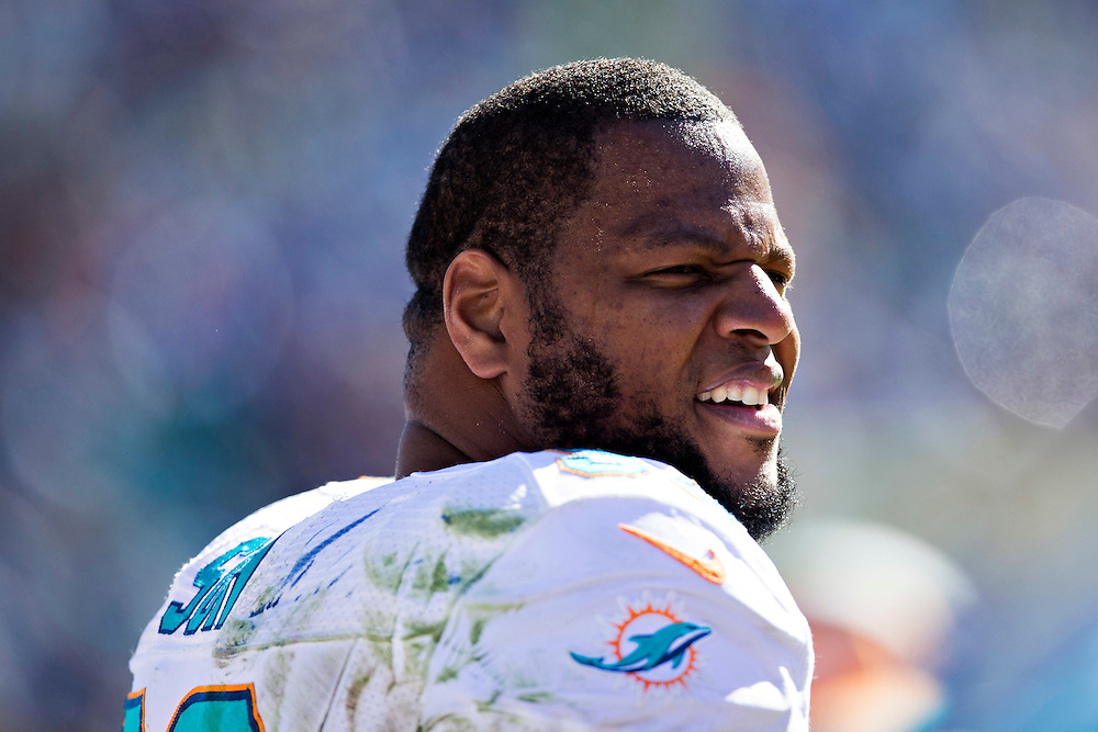 NASHVILLE, TN - OCTOBER 18:  Ndamukong Suh #93 of the Miami Dolphins on the sidelines during a game against the Tennessee Titans at LP Field on October 18, 2015 in Nashville, Tennessee.  The Dolphins defeated the Titans 38-10.  (Photo by Wesley Hitt/Getty Images) *** Local Caption *** Ndamukong Suh