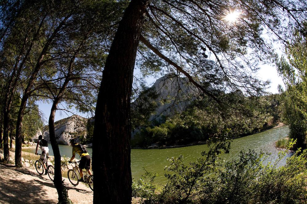 Riders Vincent Ancelin and Amael Donnet Location Les Alpilles  (France)