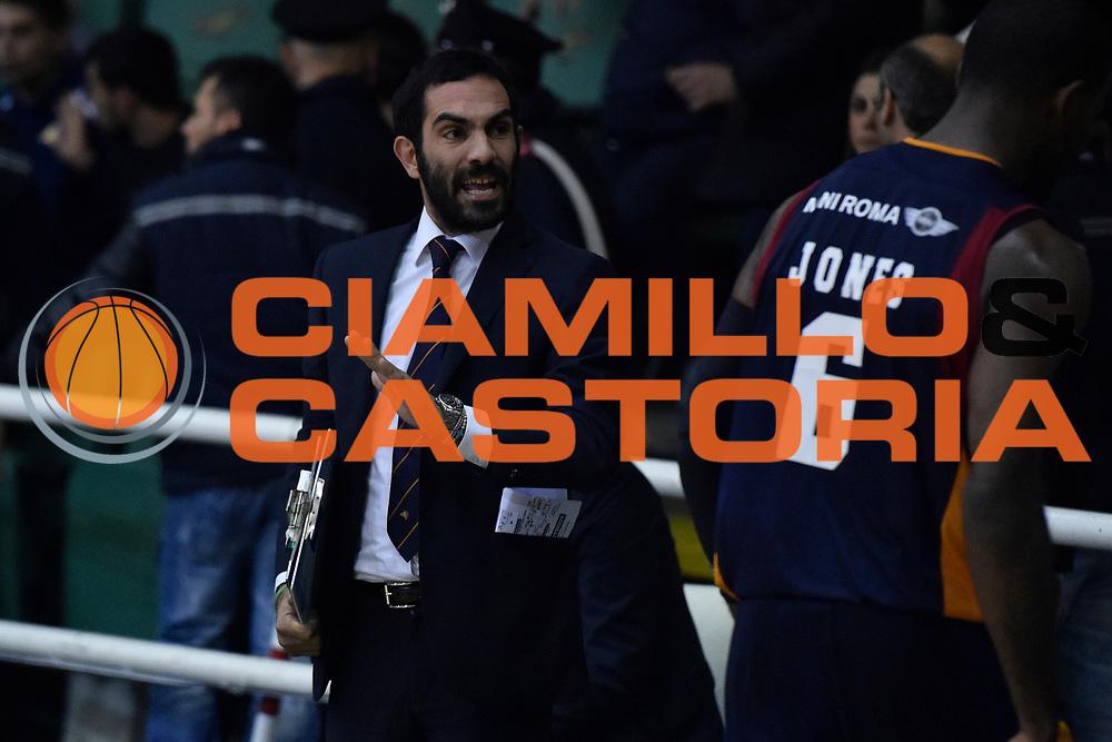 DESCRIZIONE : Campionato 2014/15 Sidigas Scandone Avellino - Virtus Acea Roma<br /> GIOCATORE : Federico Fuca' Bobby Jones<br /> CATEGORIA : Fair Play Allenatore Coach<br /> SQUADRA : Virtus Acea Roma<br /> EVENTO : LegaBasket Serie A Beko 2014/2015<br /> GARA : Sidigas Scandone Avellino - Virtus Acea Roma<br /> DATA : 13/12/2014<br /> SPORT : Pallacanestro <br /> AUTORE : Agenzia Ciamillo-Castoria / GiulioCiamillo<br /> Galleria : LegaBasket Serie A Beko 2014/2015<br /> Fotonotizia : Campionato 2014/15 Sidigas Scandone Avellino - Virtus Acea Roma<br /> Predefinita :Predefinita :