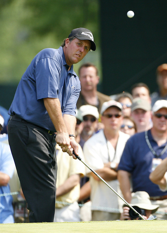 Phil Mickelson of the US chips on the fifth hole during the third day of the US Open Golf Championship at Winged Foot Golf Club in Mamaroneck, New York Saturday, 17 June 2006. .