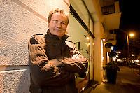 2008, BERLIN/GERMANY:<br /> Martin Varsavsky, argentinischer Unternehmer und Geschaeftsfuehrer und Gruender von FON, vor dem Hotel Lux 11, Rosa-Luxemburg-Strasse<br /> IMAGE: 20081020-04-023