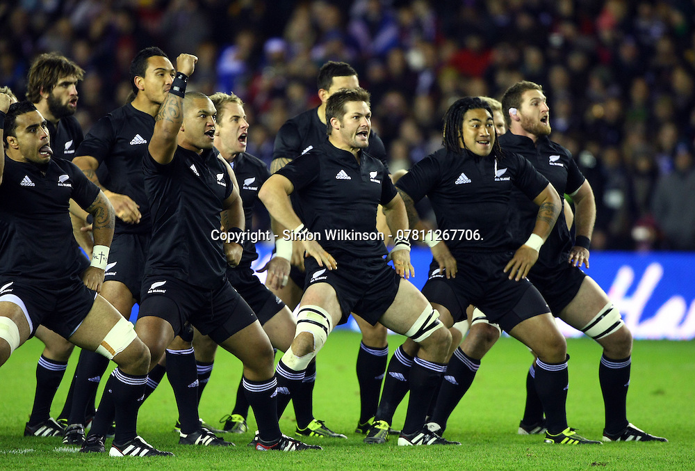 PICTURE BY VAUGHN RIDLEY/SWPIX.COM - Rugby Union - Autumn International - Scotland v New Zealand - Murrayfield, Edinburgh, Scotland - 13/11/10.<br /> <br /> Copyright - Simon Wilkinson - 07811267706.<br /> <br /> New Zealand do the Haka prior to kickoff.