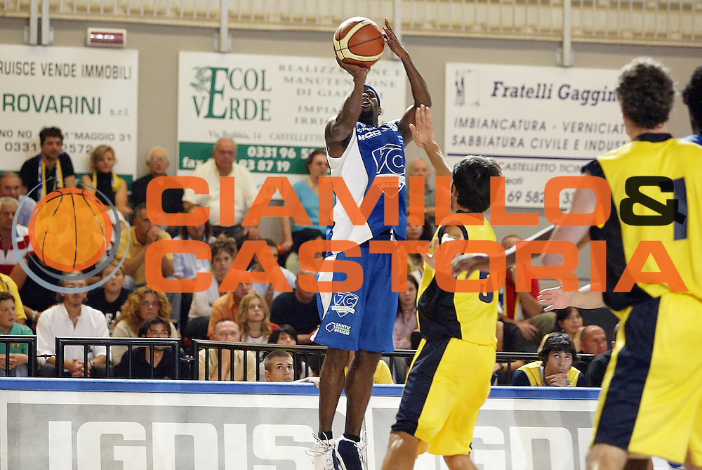 DESCRIZIONE : Castelletto Ticino Lega A1 2006-07 Trofeo Evince Pallacanestro Cantu Ignis Castelletto Ticino<br /> GIOCATORE : Jordan <br /> SQUADRA : Pallacanestro Cantu <br /> EVENTO : Campionato Lega A1 2006-2007 Trofeo Evince <br /> GARA : Pallacanestro Cantu Ignis Castelletto Ticino <br /> DATA : 12/09/2006 <br /> CATEGORIA : Tiro <br /> SPORT : Pallacanestro <br /> AUTORE : Agenzia Ciamillo-Castoria/G.Cottini