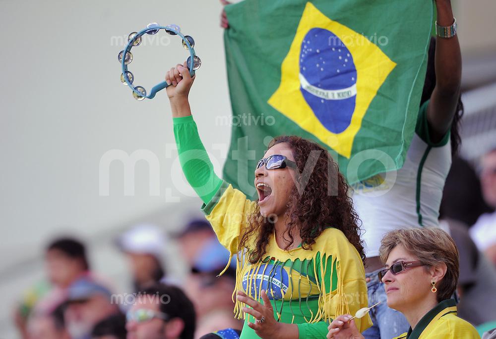 Fussball Frauen FIFA U 20  Weltmeisterschaft 2008     23.11.2008 Mexiko - Brasilien  BRA Fan jubelt