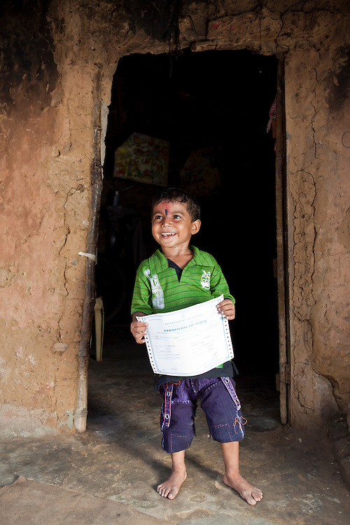 Andrew, Aitchison, Andy, STARS, foundation, CLAP, committee, legal, aid, poor, India, organisation, non-profit, charity, Cuttack, Orissa, advice, Dobhanda Nagar, slum, law, lawyer, family, families, registration, birth, certificates, father, son, boy, identity,