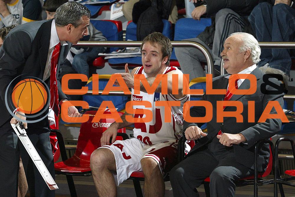 DESCRIZIONE : Milano Lega A1 2005-06 Armani Jeans Milano Basket Livorno<br />GIOCATORE : Cavaliero Lardo<br />SQUADRA : Armani Jeans MIlano<br />EVENTO : Campionato Lega A1 2005-2006<br />GARA : Armani Jeans Milano Basket Livorno<br />DATA : 18/12/2005<br />CATEGORIA : Delusione<br />SPORT : Pallacanestro<br />AUTORE : Agenzia Ciamillo-Castoria/S.Ceretti