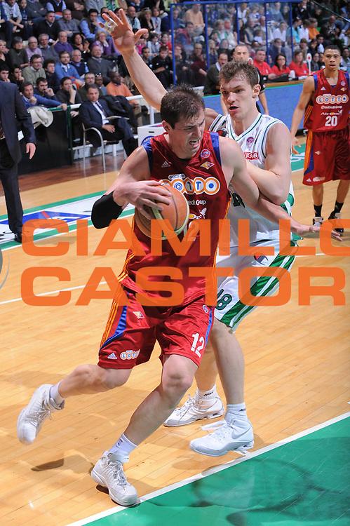 DESCRIZIONE : Siena Lega A1 2008-09 Montepaschi Siena Lottomatica Virtus Roma<br /> GIOCATORE : Primoz Brezec<br /> SQUADRA : Lottomatica Virtus Roma<br /> EVENTO : Campionato Lega A1 2008-2009 <br /> GARA : Montepaschi Siena Lottomatica Virtus Roma<br /> DATA : 08/03/2009<br /> CATEGORIA : palleggio<br /> SPORT : Pallacanestro <br /> AUTORE : Agenzia Ciamillo-Castoria/G.Ciamillo