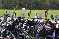 SPAARNWOUDE-Driving Range , Beoefenen van de golfsport. FOTO KOEN SUYK