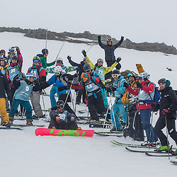 Competitors gather at the end of the Coe Cup to celebrate a fun day in the Scottish mountains (c) ROSS EAGLESHAM | SportPix.eu
