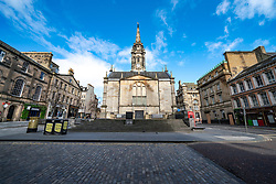 Edinburgh, Scotland, UK. 29 March, 2020. Life in Edinburgh on the first Sunday of the Coronavirus lockdown. Streets deserted, shops and restaurants closed, very little traffic on streets and reduced public transport. Pictured; Hunter Square. Iain Masterton/Alamy Live News