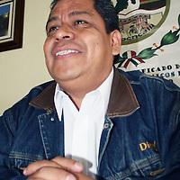 TOLUCA, México.- Luis Zamora Calzada, secretario General del Sindicato Único de Maestros y Académicos del Estado de México (SUMAEM), Dijo que, a partir del 17 de junio, cada uno de los fundadores del SUMAEM deberán reinstalarse en sus respectivas escuelas, con la mismas plaza y salario que ostentaban antes de que fueran suspendidos de sus labores, de acuerdo a lo que establece el artículo 95, último párrafo de la ley federal del trabajo. Agencia MVT / José Hernández. (DIGITAL)