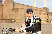 ROBBIE KNIEVEL ANNOUNCED PLANS TO STAGE A RECORD ATTEMPT JUMP ACROSS AN INCREDIBLE 16 DOUBLE-DECKER BUSES ON A CLASSIC HARLEY DAVIDSON XR-750 AND BEAT HIS FATHERS FAILED ATTEMPT IN 1975. THE JUMP WILL TAKE PLACE IN MAY, LONDON 2010. BATTERSEA POWER STATION IS IN DISCUSSION AS A  THE VENUE.15.12.09.PIX STEVE BUTLER 07970 430606