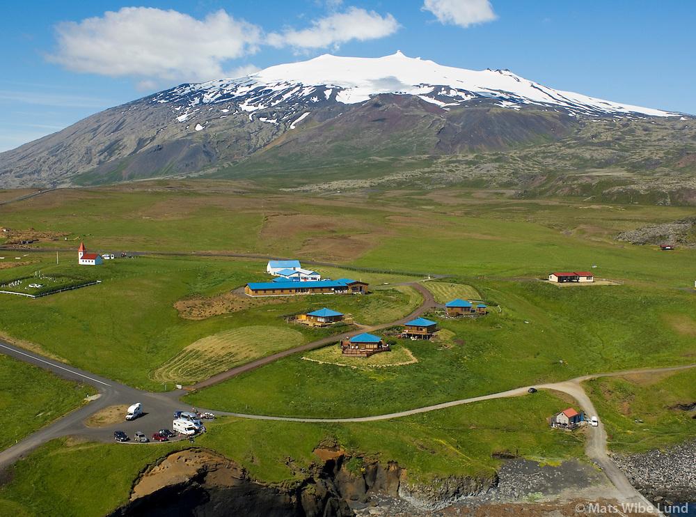 Hótel Hellnar og Snæfellsjökull séð til norðurs, Snæfellsbær áður Breiðuvíkurhreppur / Hotel Hellnar and Snaefellsjokull vieing north, Snaefellsbaer former Breiduvikurhreppur.