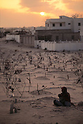 "Graves surround a private ""villa"" hospital in the north sector of Mogadishu, the war-torn capital of Somalia where 30,000 people were killed between November 1991 and March 1992. March 1992."