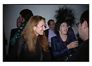 Isabel Goldsmith and Isabella Blow, Cartier Dinner hosted by Arnaud Bamberger, Matthew Slotover and Amanda Sharp to celebrate the artist featured in Frieze projects 2005. Nobu Berkeley St..  London. 21 October 2005. ONE TIME USE ONLY - DO NOT ARCHIVE © Copyright Photograph by Dafydd Jones 66 Stockwell Park Rd. London SW9 0DA Tel 020 7733 0108 www.dafjones.com