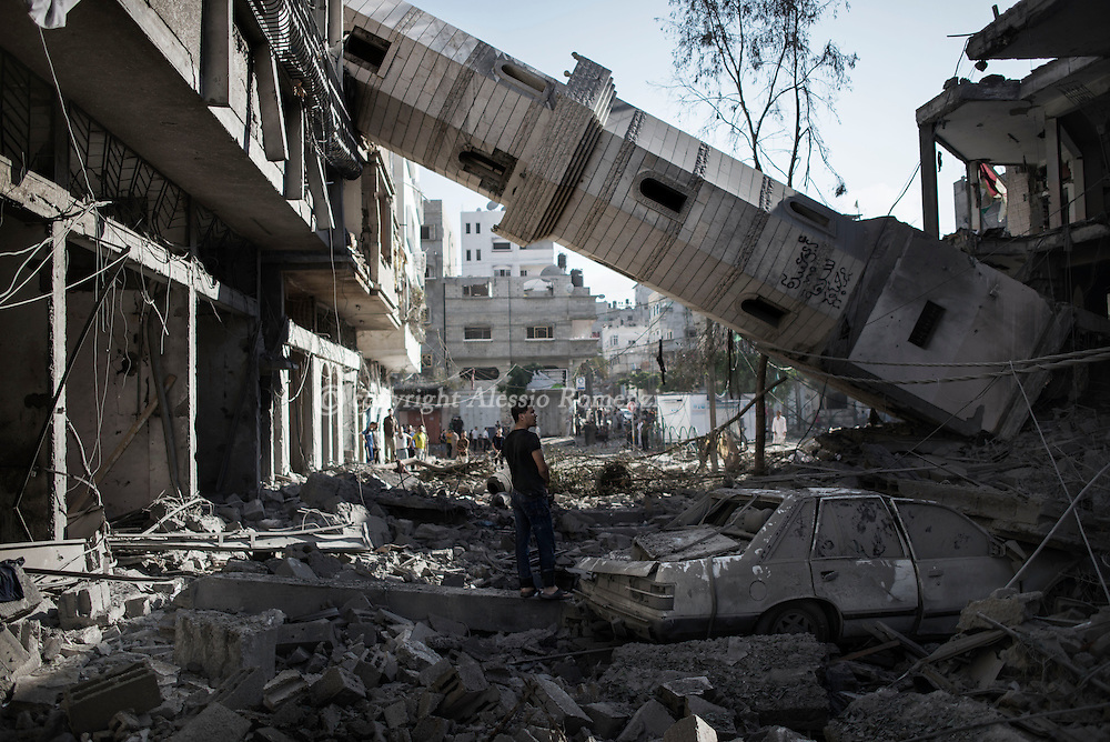 Gaza Strip, Beach Camp: A palestinian man stands nearby the collapsed minaret of the mosque in Beach refugee camp (Gaza City), after was hit by an overnight Israeli airstrike on July 30, 2014. ALESSIO ROMENZI