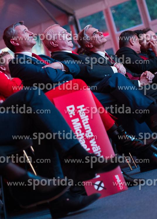 09.10.2015, Festzelt, Wien, AUT, SPÖ, Abschlusskundgebung zur Wien-Wahl 2015. im Bild v.l.n.r. Landesparteisekretär Georg Niedermühlbichler, Spitzenkandidat und Bürgermeister von Wien Michael Häupl und Bundeskanzler Werner Faymann // during election campaign final of the austrian social democratic party in Vienna, Austria on 2015/10/09. EXPA Pictures © 2015, PhotoCredit: EXPA/ Michael Gruber