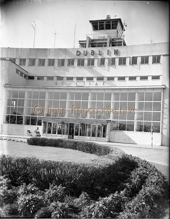 "23/09/1959.09/23/1959.23 September 1959.New ""Dublin"" sign at Dublin Airport."