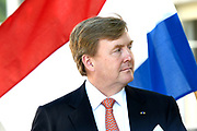 Koning Willem Alexander brengt een staatsbezoek aan de Republiek Estland. ///  King Willem Alexander makes a state visit to the Republic of Estonia.<br /> <br /> Op de foto / On the photo: Koning Willem Alexander  tijdens de persverklaringen in het Werkpaleis van de president, Kadriorg Park //// King Willem Alexander during the press statements in the President's Work Palace, Kadriorg Park