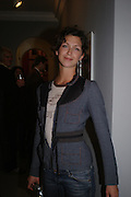 Margot Stilley. Robert Mapplethorpe exhibition curated by David Hockney. Alison Jacques Gallery. clifford St. London. 13 January 2005.  ONE TIME USE ONLY - DO NOT ARCHIVE  © Copyright Photograph by Dafydd Jones 66 Stockwell Park Rd. London SW9 0DA Tel 020 7733 0108 www.dafjones.com