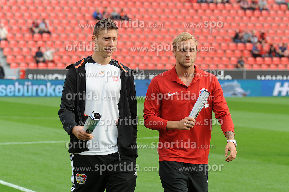 20.10.2012, BayArena, Leverkusen, GER, 1. FBL, Bayer 04 Leverkusen vs 1. FSV Mainz 05, 8. Runde, im Bild Jens Hegeler ( links Bayer 04 Leverkusen ) im Gespraech mit Marcel Risse ( rechts FSV Mainz 05/ Portrait ) vor dem Spiel // during the German Bundesliga 8th round match between Bayer 04 Leverkusen and 1. FSV Mainz 05 at the BayArena, Leverkusen, Germany on 2012/10/20. EXPA Pictures © 2012, PhotoCredit: EXPA/ Eibner/ Thomas Thienel..***** ATTENTION - OUT OF GER *****