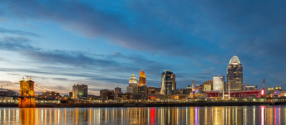 Panoramic photograph of Cincinnati Skyline at Nighttime