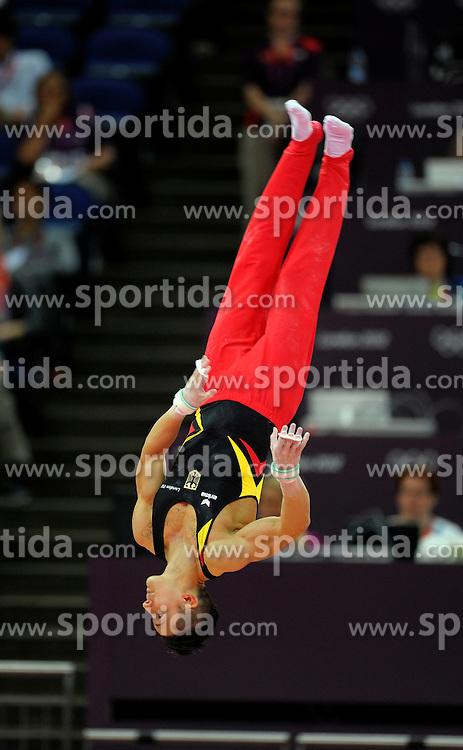 01.08.2012, Olympische Sommerspiele 2012 in London, Turnen Mehrkampf Finale Männer, in der North Greenwich Arena.  Marcel Nguyen (Deutschland) in der Luft....*Copyright by:  M.i.S.-Sportpressefoto, I N N S B R U C K E R S T R . 12, 87719 M I N D E L H E I M, Tel: 08261/20944,  (MAIL: misbernd@t-online.de, Homepage: www.mis.mn)