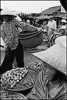 Vietnam. Hué. Marché de  Dong Ba. // Vietnam. Hue. Dong Ba market.