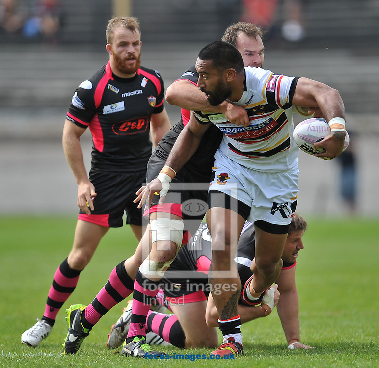 Manase Manuokafoa of Bradford Bulls bursts forward during the First Utility Super League match at Odsal Stadium, Bradford<br /> Picture by Richard Land/Focus Images Ltd +44 7713 507003<br /> 01/06/2014