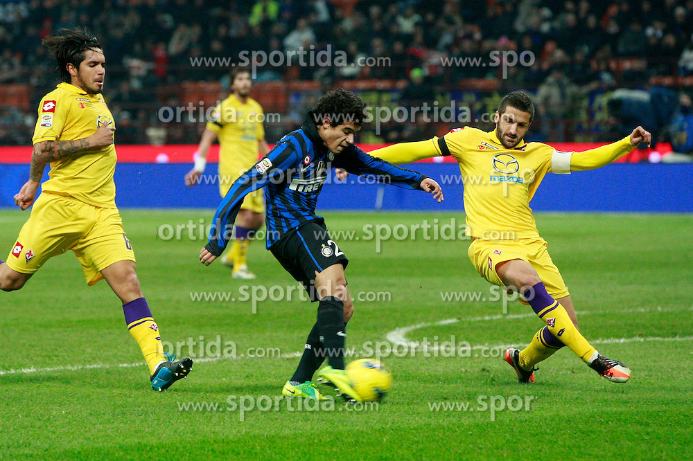 10.12.2011, Stadion Giuseppe Meazza, Mailand, ITA, Serie A, Inter Mailand vs AC Florenz, 15. Spieltag, im Bild Coutinho Inter Manuel Pasqual Fiorentina the football match of Italian 'Serie A' league, 15th round, between Inter Mailand and AC Florenz at Stadium Giuseppe Meazza, Milan, Italy on 2011/12/10. EXPA Pictures © 2011, PhotoCredit: EXPA/ Insidefoto/ Paolo Nucci..***** ATTENTION - for AUT, SLO, CRO, SRB, SUI and SWE only *****