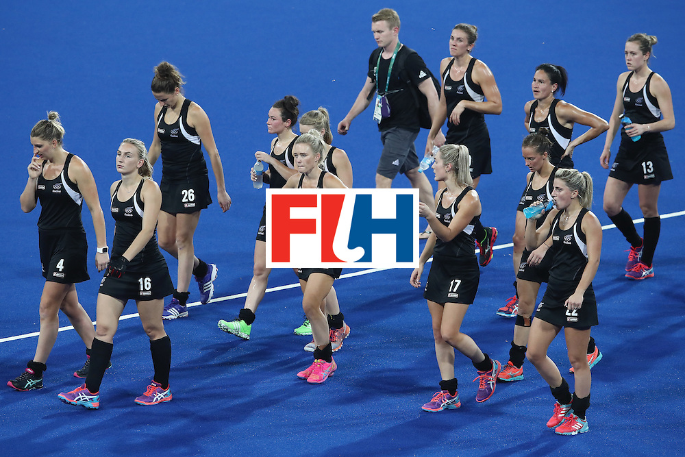 RIO DE JANEIRO, BRAZIL - AUGUST 17:  The New Zealand team look dejected after defeat during the womens semifinal match between the Great Britain and New Zealand on Day 12 of the Rio 2016 Olympic Games at the Olympic Hockey Centre on August 17, 2016 in Rio de Janeiro, Brazil.  (Photo by Mark Kolbe/Getty Images)