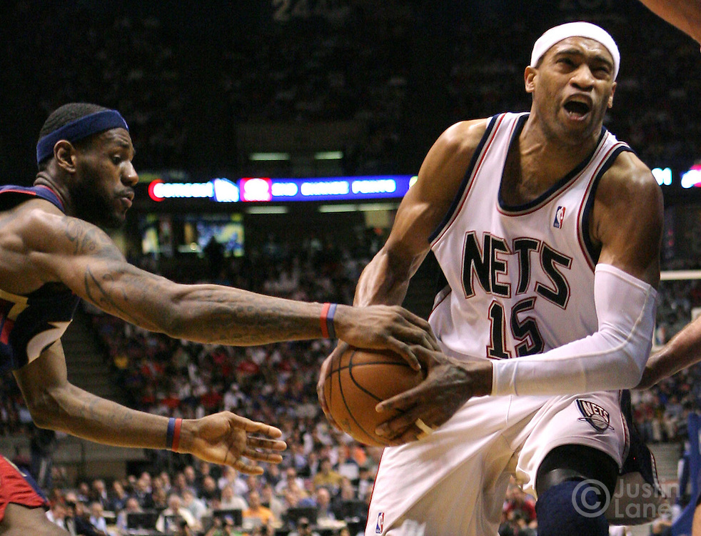 The Nets' Vince Carter (R) loses the ball to Cavaliers' LeBron James (L) during the third quarter of game 4 of the Eastern conference semifinals between the Cleveland Cavaliers and the New Jersey Nets at Continental Airlines Arena in East Rutherford, New Jersey on 14 May 2007. The Cavaliers won 87-85 and lead the series 3-1.