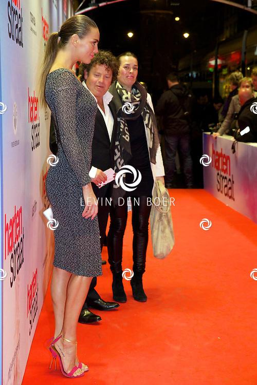 AMSTERDAM - In het Tuschinski theater is de nieuwe Nederlandse film 'Harten Straat' in premiere gegaan. Met op de rode loper   Kim Feenstra. FOTO LEVIN DEN BOER - PERSFOTO.NU