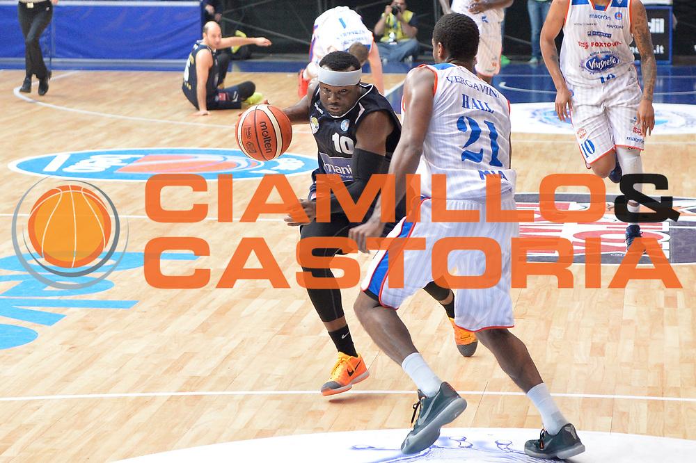 DESCRIZIONE : Cantu, Lega A 2015-16 Acqua Vitasnella Cantu'  Manital Auxilium Torino<br /> GIOCATORE : Dawan Robinson<br /> CATEGORIA : Palleggio<br /> SQUADRA : Manital Auxilium Torino<br /> EVENTO : Campionato Lega A 2015-2016<br /> GARA : Acqua Vitasnella Cantu'  Manital Auxilium Torino<br /> DATA : 24/10/2015<br /> SPORT : Pallacanestro <br /> AUTORE : Agenzia Ciamillo-Castoria/I.Mancini<br /> Galleria : Lega Basket A 2015-2016 <br /> Fotonotizia : Cantu'  Lega A 2015-16 Acqua Vitasnella Cantu' Manital Auxilium Torino<br /> Predefinita :