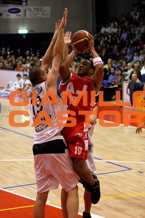 DESCRIZIONE : Biella Lega A1 2007-08 Angelico Biella Armani Jeans Milano<br /> GIOCATORE : Will Conroy<br /> SQUADRA : Armani Jeans Milano<br /> EVENTO : Campionato Lega A1 2007-2008<br /> GARA : Angelico Biella Armani Jeans Milano<br /> DATA : 02/12/2007<br /> CATEGORIA : Tiro<br /> SPORT : Pallacanestro<br /> AUTORE : Agenzia Ciamillo-Castoria/G.Cottini<br /> Galleria : Lega Basket A1 2007-2008<br /> Fotonotizia : Biella Campionato Italiano Lega A1 2007-2008 Angelico Biella Armani Jeans Milano<br /> Predefinita :