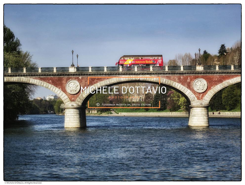 Torino tratto cittadino del Parco Fluviale del Po detto anche Po dei Re dalle Residenze Sabaude  presenti lungo il fiume.