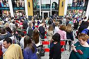 Nederland, Nijmegen, 5-4-2014Grote drukte op de eerste zaterdag bij de Primark vestiging, filiaal van klanten. De mensen worden via dranghekken naar de opening geleid. De modeketen is gevestigd aan het vernieuwde Plein 44, plein44 en moet een impuls voor de binnenstad betekenen.Vanwege het belang voor de werkgelegenheid werd de opening maandag jl. gedaan door burgemeester Hubert Bruls.Foto: Flip Franssen/Hollandse Hoogte