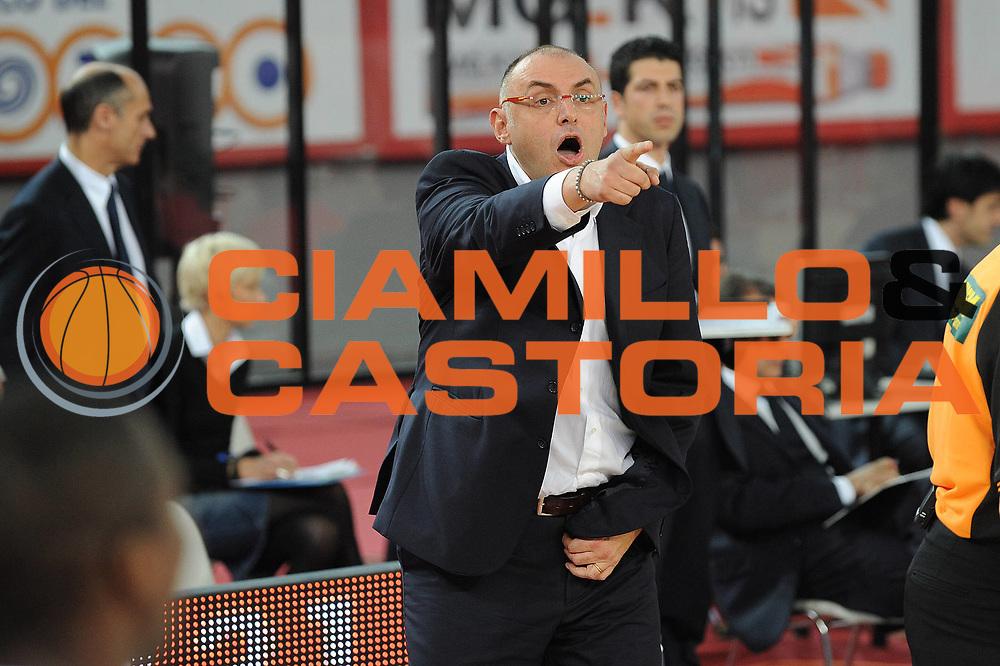 DESCRIZIONE : Roma Lega A 2010-11 Lottomatica Roma Bennet Cantu<br /> GIOCATORE : Matteo Boniciolli<br /> SQUADRA :  Lottomatica Roma<br /> EVENTO : Campionato Lega A 2010-2011 <br /> GARA : Lottomatica Roma Bennet Cantu<br /> DATA : 31/10/2010<br /> CATEGORIA : Delusione<br /> SPORT : Pallacanestro <br /> AUTORE : Agenzia Ciamillo-Castoria/GiulioCiamillo<br /> Galleria : Lega Basket A 2010-2011 <br /> Fotonotizia : Roma Lega A 2010-11 Lottomatica Roma Bennet Cantu<br /> Predefinita :