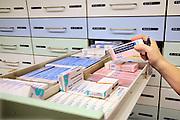Nederland, Nijmegen, 25-4-2015Geneesmiddelen, medicijnen in een apotheek. Simvastatine is een cholesterolsyntheseremmer uit de familie van de statines. Simvastatine zorgt voor een verlaging van de bloed LDL-cholesterolniveaus.FOTO: FLIP FRANSSEN/ HH