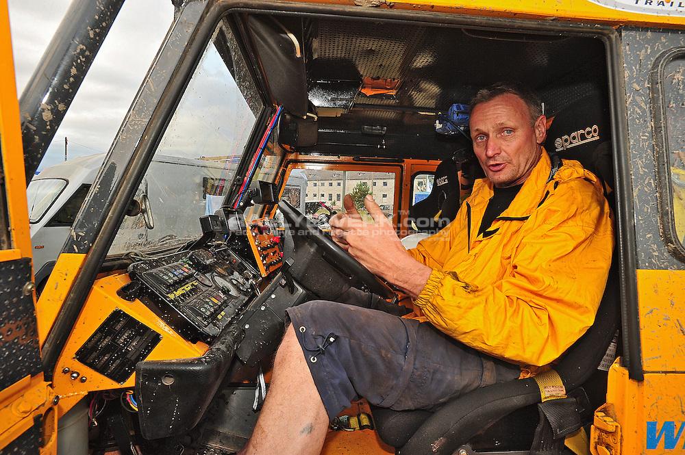 "19. Rallye Breslau 2012.#224 - ""Flying Dutchman"" after the first day of racing and Harrie van Steijn explaing the co-pilot workplace he build for his wife Janny..© Robert W. Kranz / Rallyewerk"
