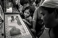 Funeral de las hermanas Daysi y Maria Luna, de la comunidad Sergio Torres del Canton la Presa en el cementerio Municipal Norte de la ciudad de Usulutan en El Salvador y enterradas el dia de los Santos Inocentes