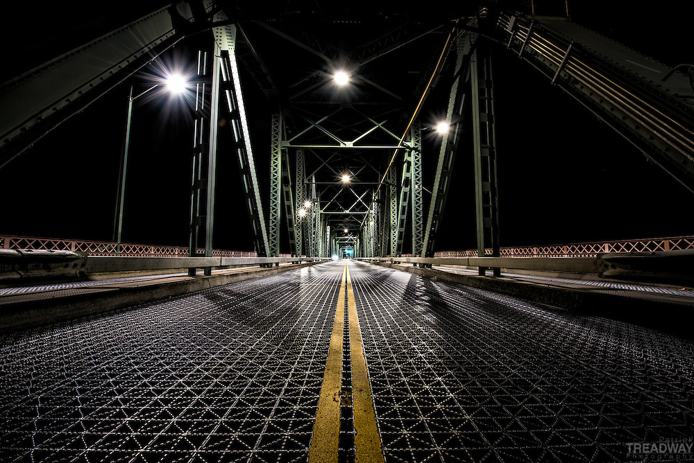 A late night exposure of the Hawthorne Bridge from the centerline.