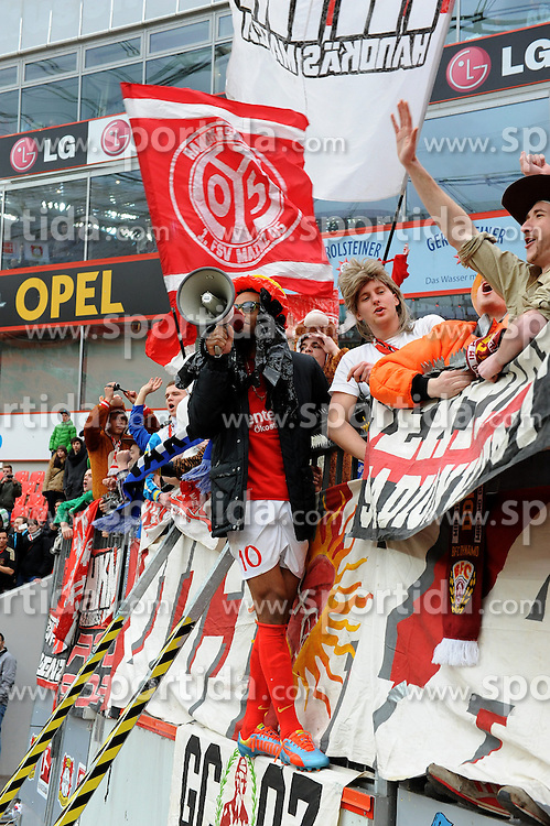 01.03.2014, BayArena, Leverkusen, GER, 1. FBL, Bayer 04 Leverkusen vs 1. FSV Mainz 05, 23. Runde, im Bild Sieg - Torschuetze Eric Maxim Choupo-Moting ( FSV Mainz 05 / Emotion ) feiert auf dem Zaun mit den mitgereisten Fans // during the German Bundesliga 23th round match between Bayer 04 Leverkusen and 1. FSV Mainz 05 at the BayArena in Leverkusen, Germany on 2014/03/01. EXPA Pictures &copy; 2014, PhotoCredit: EXPA/ Eibner-Pressefoto/ Thienel<br /> <br /> *****ATTENTION - OUT of GER*****